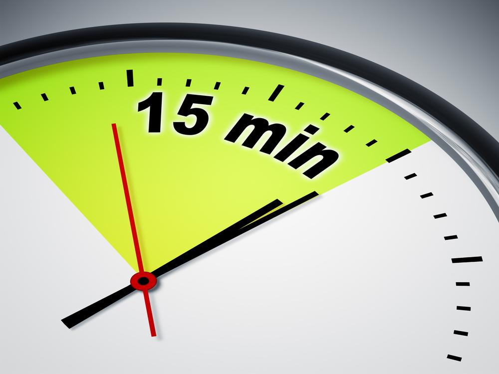 15分を指す時計